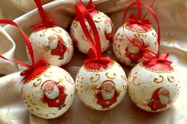 Vianočné gule so Santom
