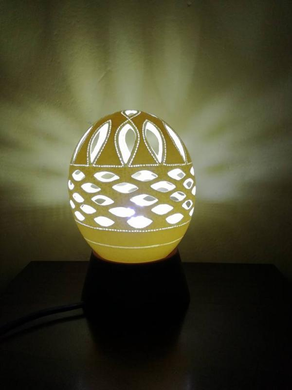 Lampa z pštrosieho vajca, Bývanie
