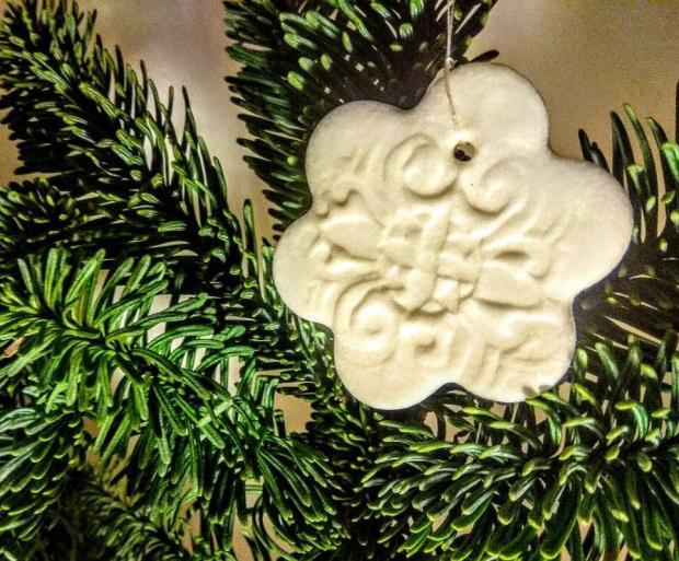 Vianočná ozdoba zo studeného porcelánu
