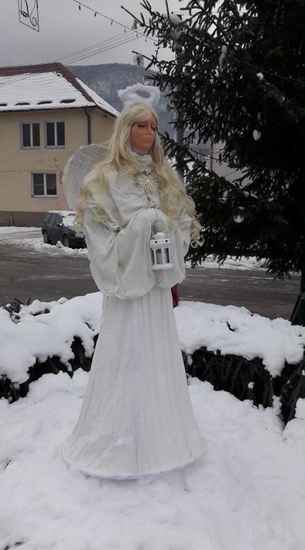 Anjel v životnej veľkosti, Vianočné dekorácie