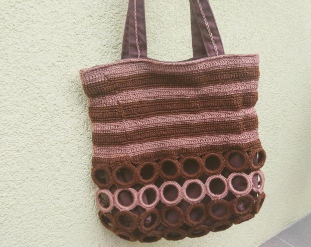Háčkovaná taška z krúžkov na záclony
