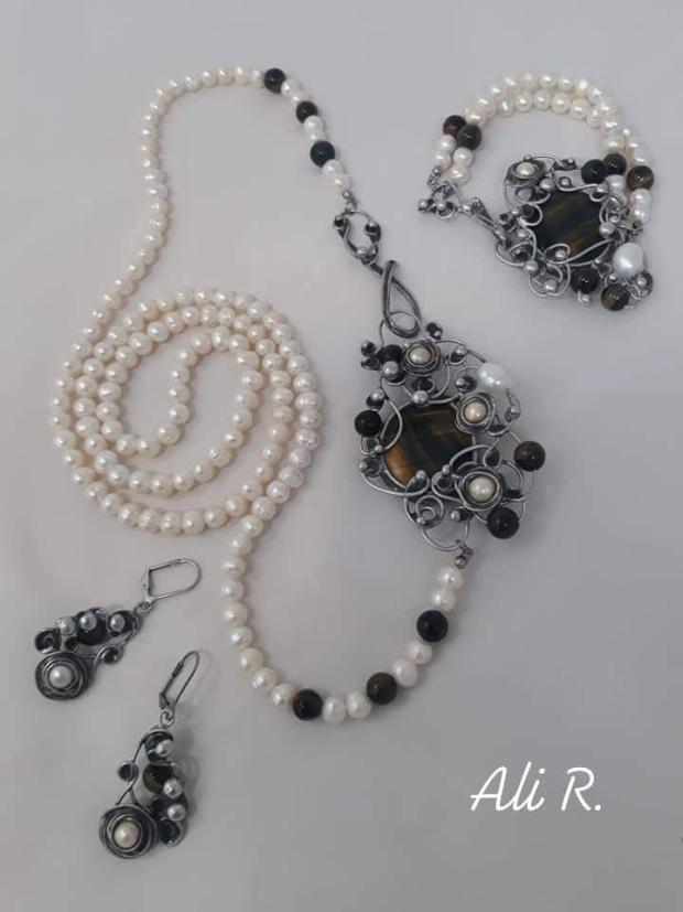 Nadčasová elegancia... riečne perly a sokolie oko, Drôtovanie