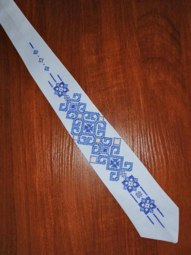 Vysivana kravata, Šitie, Vyšívanie