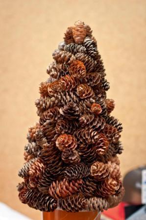 Stromček zo šišiek, Aranžovanie