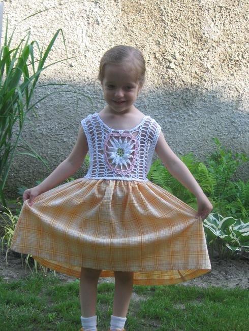 78b8e76eb350 Háčkované letné šaty