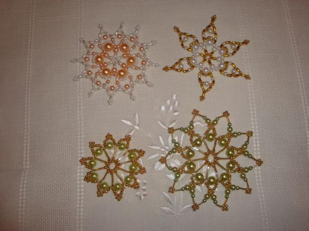 aeb6e4aea Vianočné hviezdy 4, Korálky od Natálky | Artmama.sk