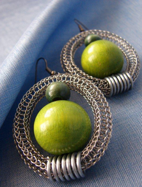 zelené štrikované, Drôtovanie