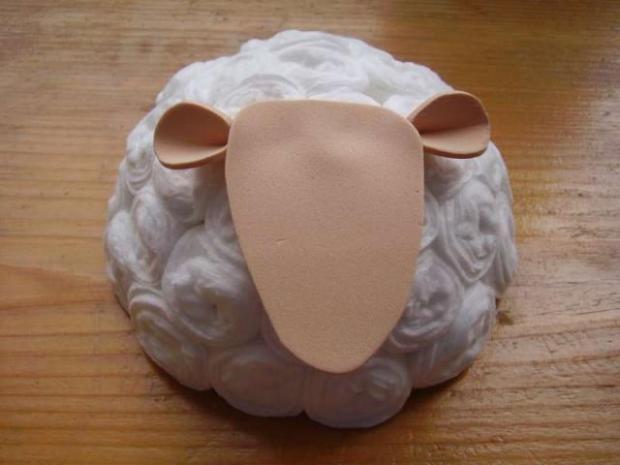 Ovečka z odličovacích tampónov 13