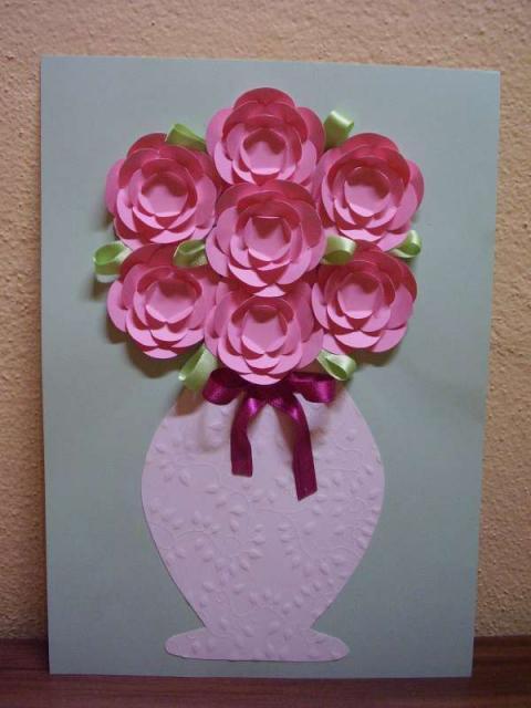 Postup na papierové kvety vo váze