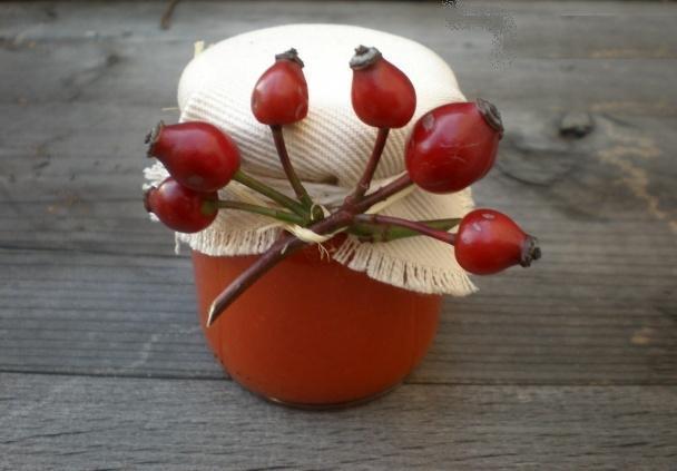 Jesenné dekorácie so šípkami