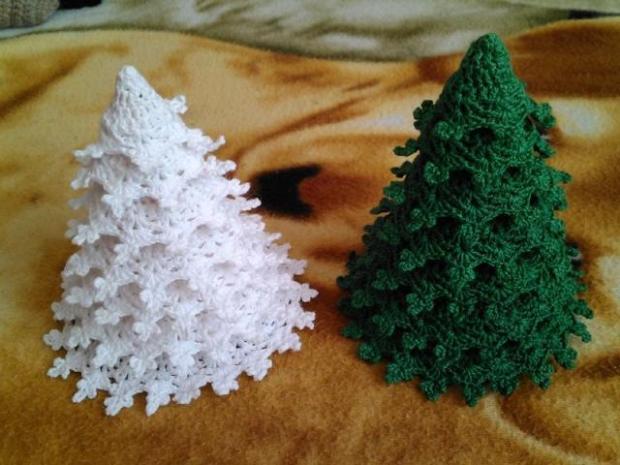 Háčkovaný vianočný stromček