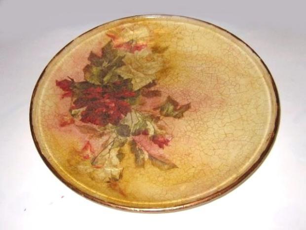 Fotopostup na sklenený tanier robený odspodu, s porcelánovým dvojkrokovým krakelom