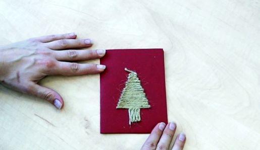 Postup na vianočný pozdrav so stromčekom zo špagátu