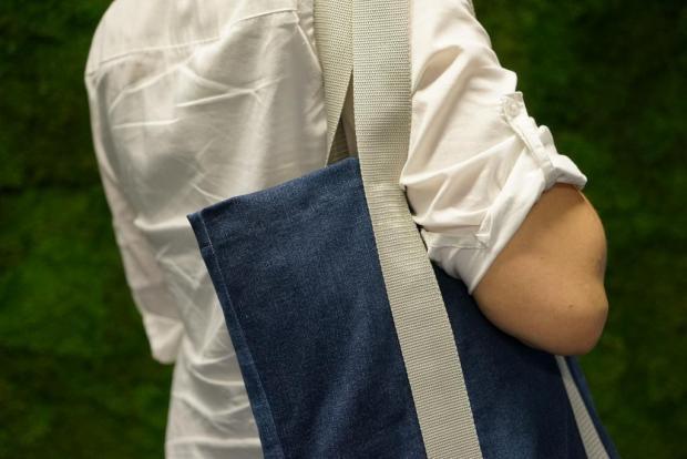 Návod na jednoduchú nákupnú tašku zo starých riflí - foto postup