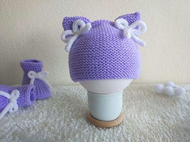 Jednoduchá pletená čiapočka s mašličkami