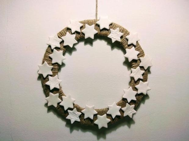 Postup na vianočný veniec zo špagátu a kartónu
