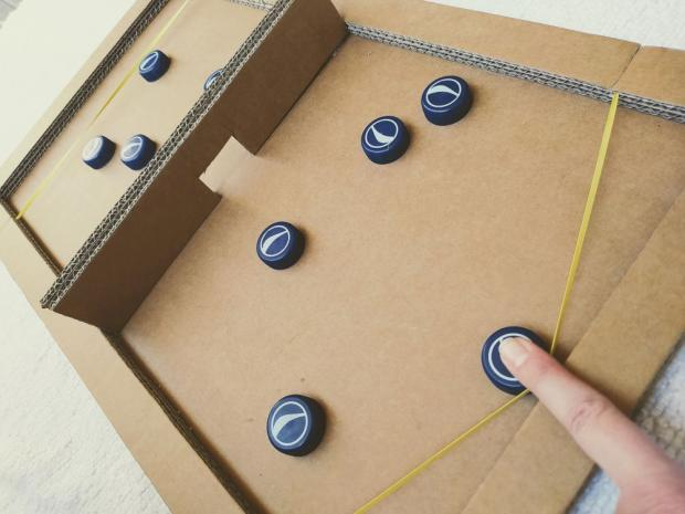 Fast Sling Puck z kartónovej krabice - foto postup