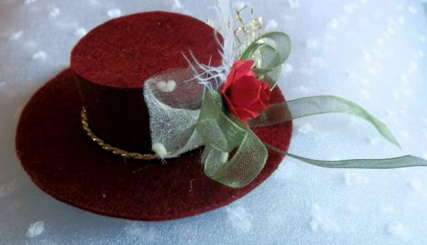 Ozdobné klobúčiky z filcu. - foto postup