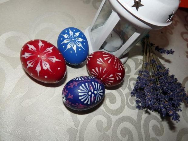 Maľovanie vajíčok pomocou vosku - foto postup