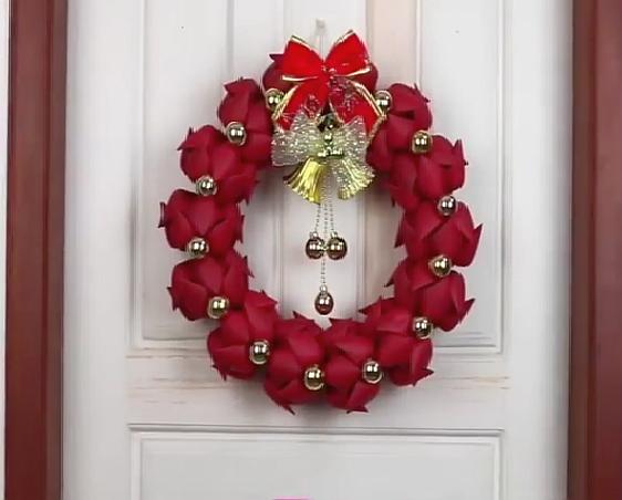 Vianočný veniec na dvere z PET fliaš - foto postup 3af59ddc079