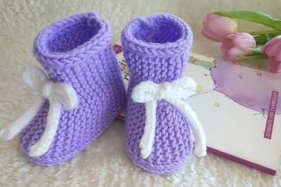 Postupy na háčkované a pletené papučky pre bábätká