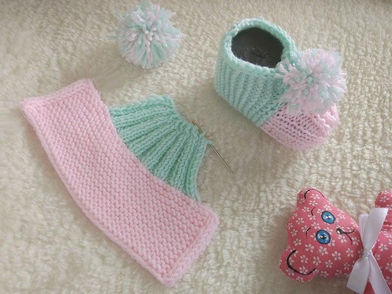 Návod na dvojfarebné pletené papučky
